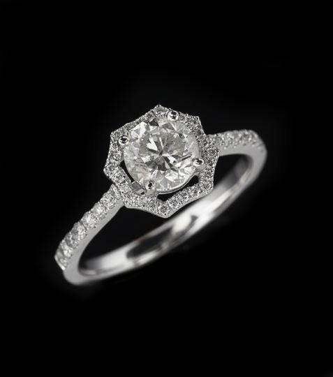 787: 18-Karat White Gold and Diamond Ring
