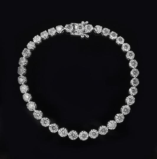 791: 14 Karat Gold and Diamond Tennis Bracelet