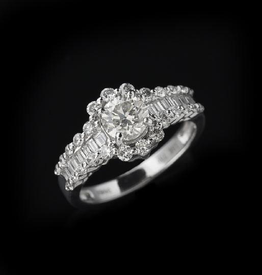 792: 18 Karat White Gold and Diamond Ring