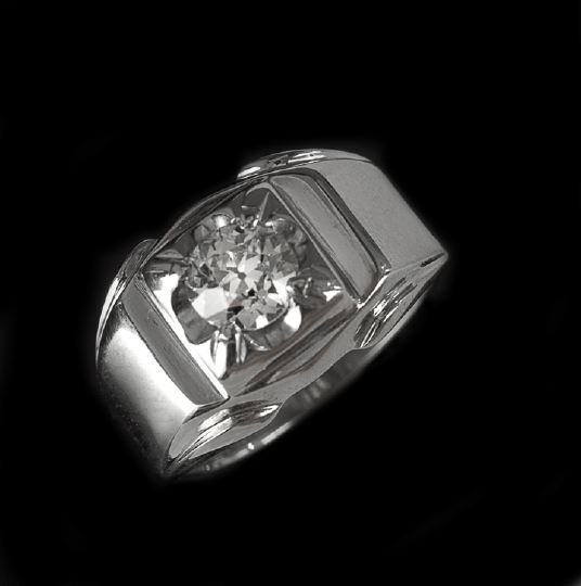 802: Gentleman's White Gold and Diamond Solitaire Ring