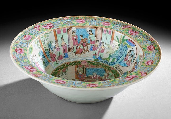 423: Chinese Export Rose Medallion Wash Basin