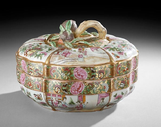 425: Chinese Export Monumental Porcelain Covered Box