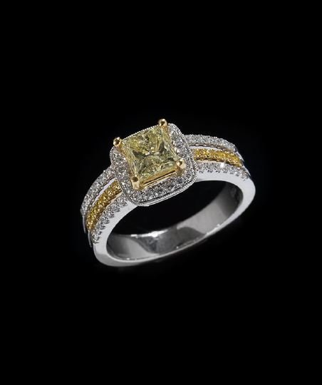 1171: 18 Kt. White Gold and Diamond Ring