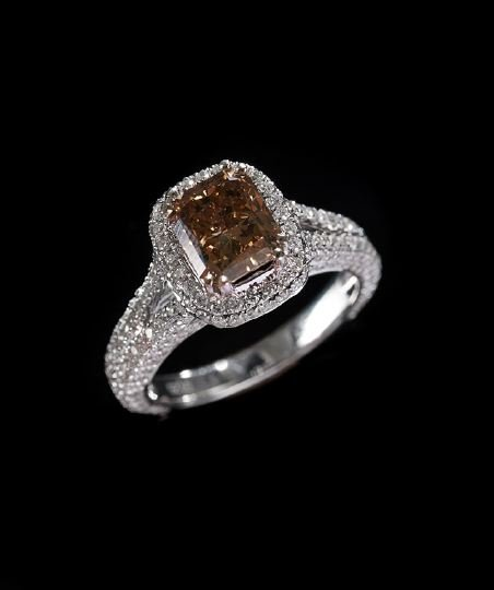 1174: 18 Kt. White Gold and Fancy Brown Diamond Ring