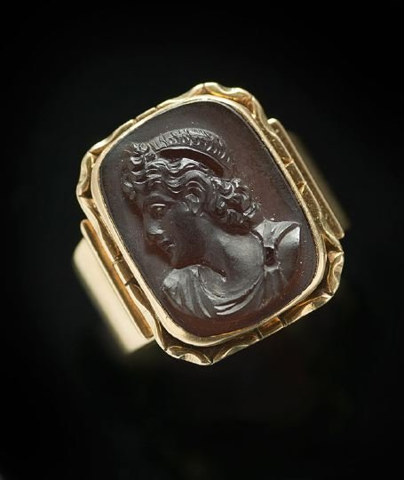 1178: Men's 14 Kt. Yellow Gold Woodstone Cameo Ring