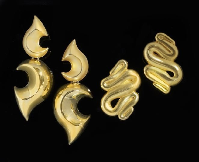 11: Two Pairs of  Fashion Gold-Tone Clip Earrings
