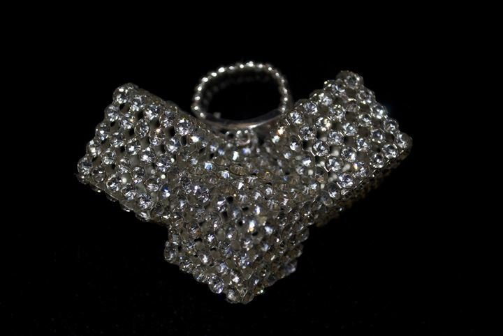 16: Lady's Fashion Rhinestone Cube Ring