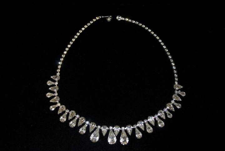 17: Lady's Fashion Rhinestone Necklace
