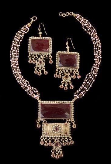 19: Two-Piece Moghul-Style Jewelry Set