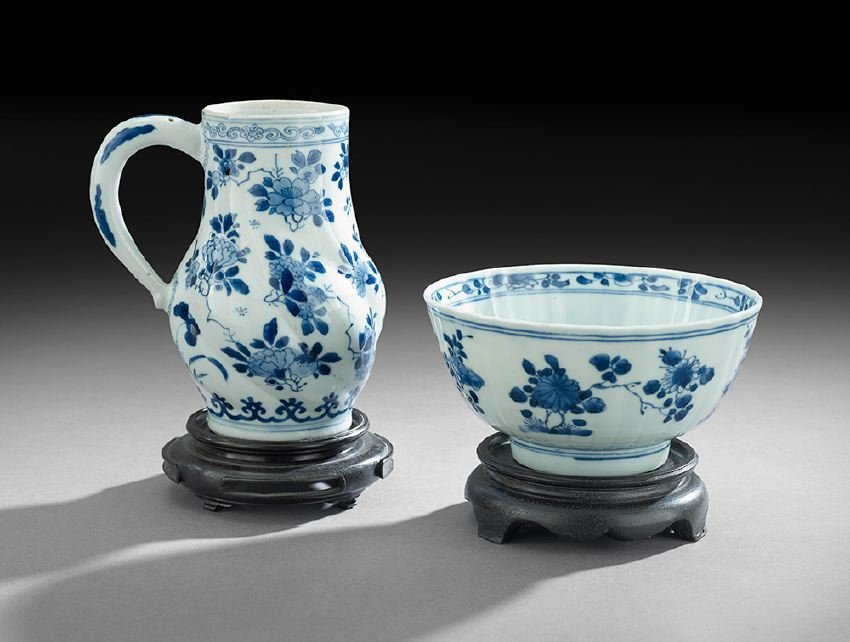 Two Pieces of Chinese Blue and White Porcelain
