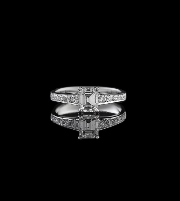 18 Kt. White Gold and Diamond Ring