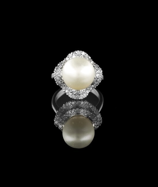 18 Kt. Gold, Pearl and Diamond Ring