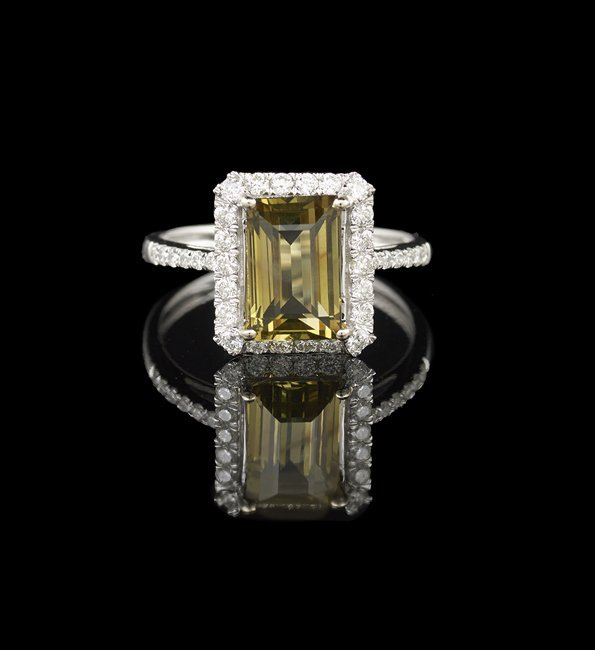 18 Kt. Gold, Alexandrite and Diamond Ring
