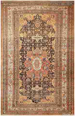 ANTIQUE PERSIAN BAKHTIARI CARPET.