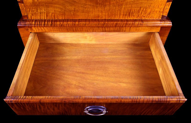 Tiger Maple Kentucky Style Sugar Chest - 5