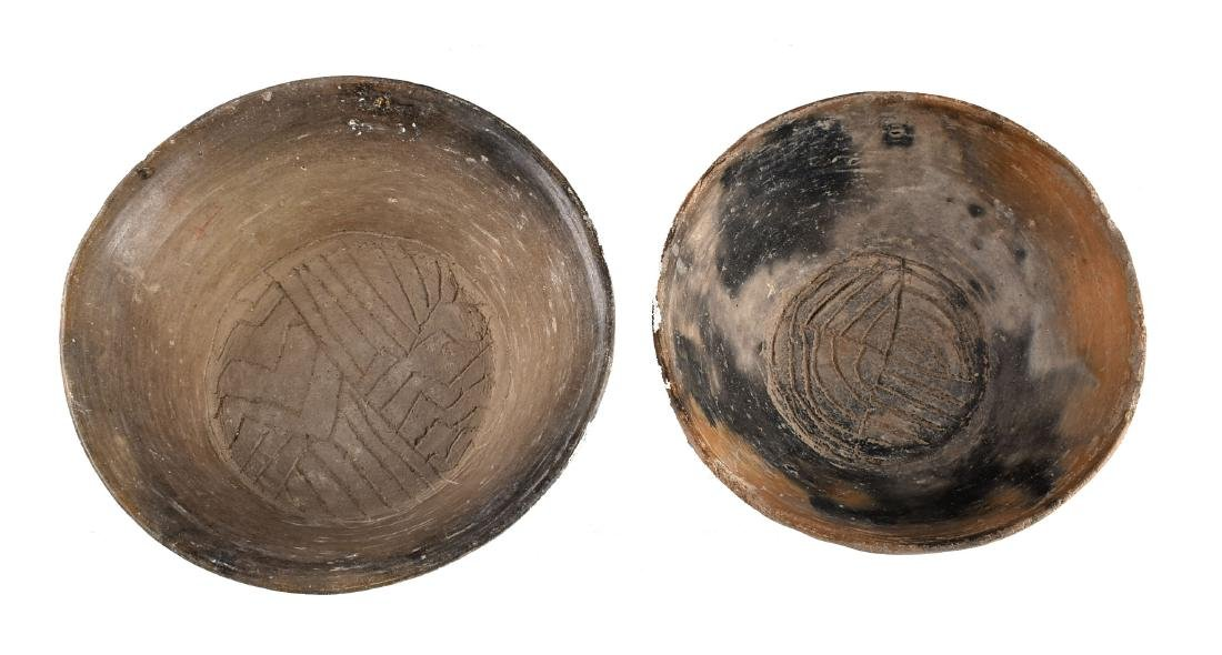 Pair of Engraved Footed Precolumbian Pots - 2
