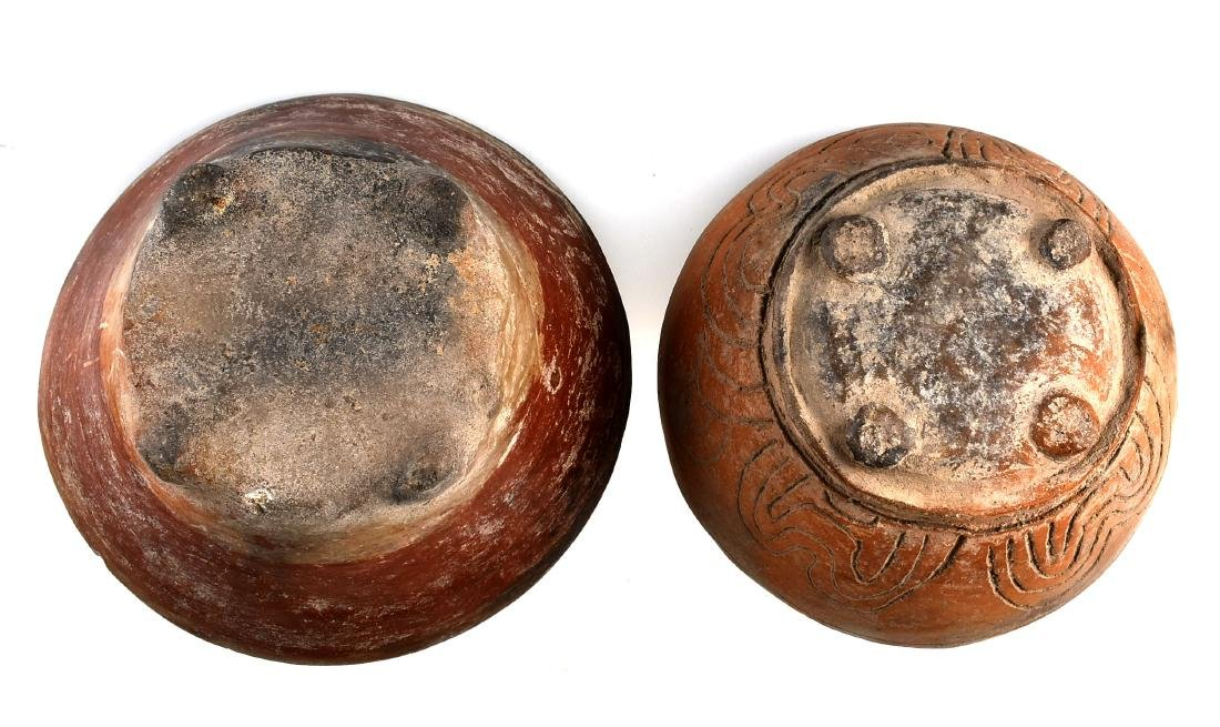 Pair of Engraved Footed Precolumbian Pots - 3