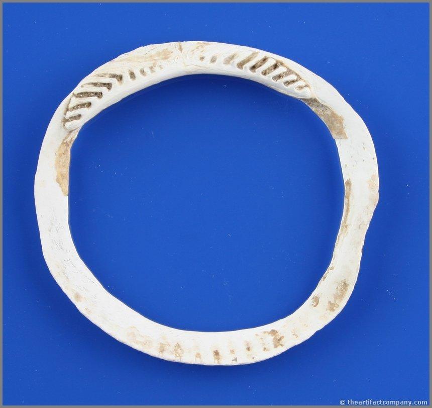 "2 15/16"" Hohokam Shell Bracelet"
