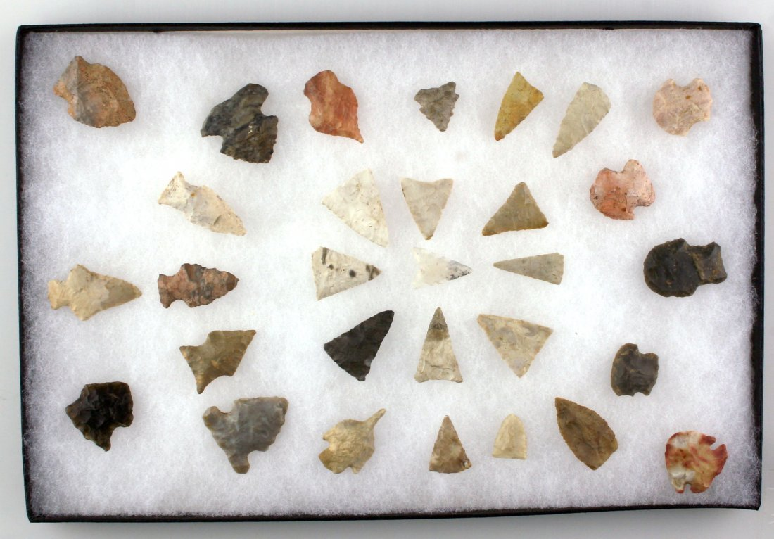 Display of 30 nice Indiana Arrowheads