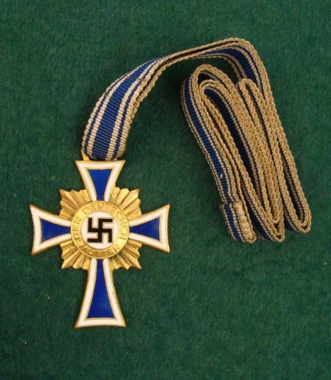 MINT ORIGINAL GOLD MOTHERS CROSS W/ FULL RIBBON 1938