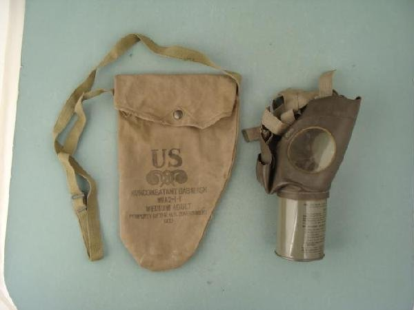 US WW II Complete Noncombatant Gas Mask M1A2-1-1