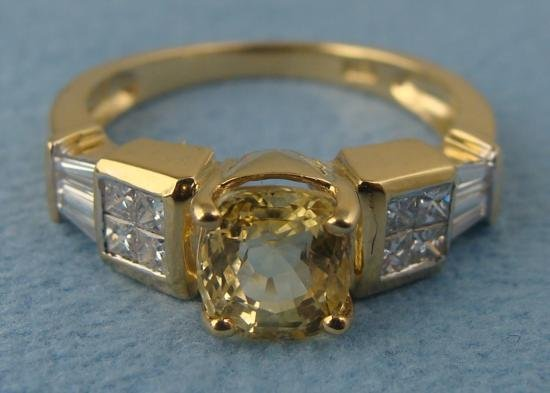 18K Gold Yellow Sapphire Ladies Diamond Ring Sz 7 w/Box