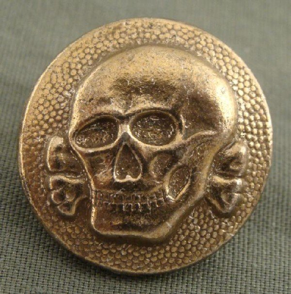 ORIGINAL NAZI SS TOTENKOPF CAP BUTTON-DEATH HEAD DIV. M