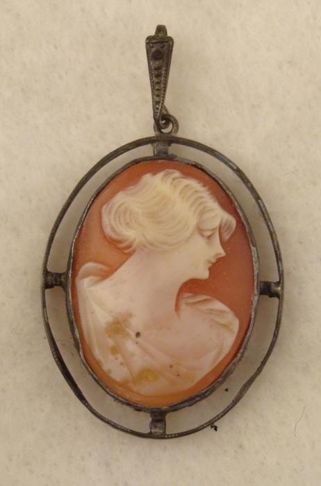 Antique Conch Agate Cameo Pendant 1910-1919