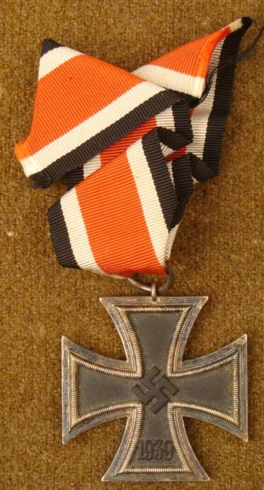 1939 NAZI IRON CROSS WITH RIBBON AND MAGNETIC CORE