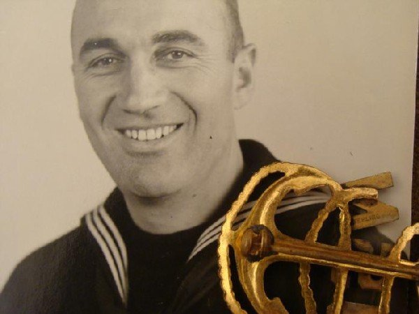 US NAVY FOULED ANCHOR INSIGNIA IN SILVER GOLD w/PHOTO - 2