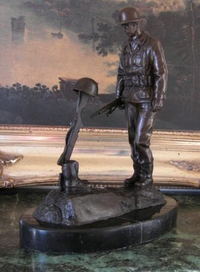 Excellent Bronze Sculpture Fallen Soldier World War II