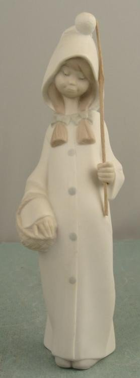 Lladro Shepherdess Girl with Basket # 4678 Figurine