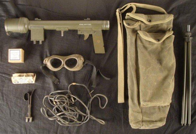 WWII AIRBORNE PATHFINDERS SE-11 SIGNAL LIGHT SET W/ BAG