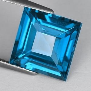 OUTSTANDING 7.37 CT. TOP LONDON BLUE SQUARE CUT TOPAZ