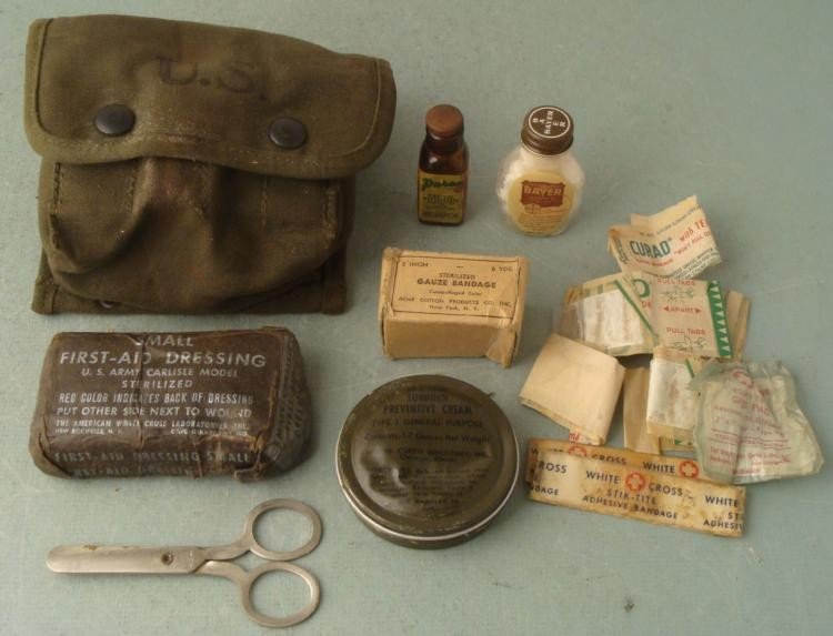 WWII 1945 U.S. COMBAT MEDICAL POUCH COMPLETE KIT