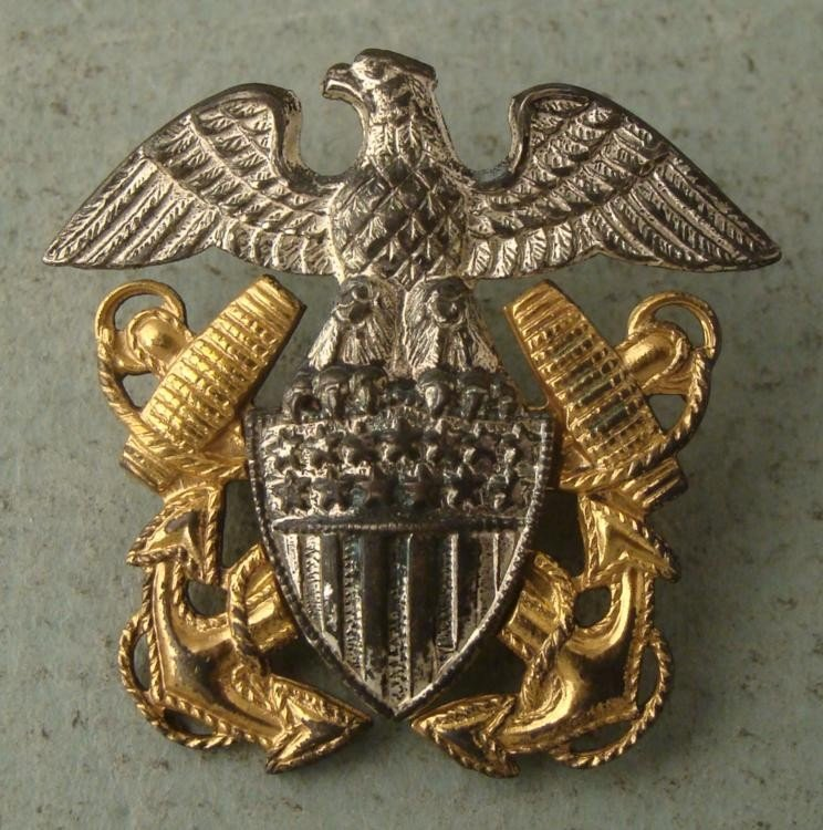 WWII NAVY INSIGNIA LT COMMANDERS PINBACK