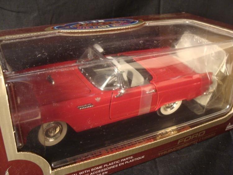 MIB 2 Ford Thunderbird 1955 1:18 Die Cast Road Legends - 2