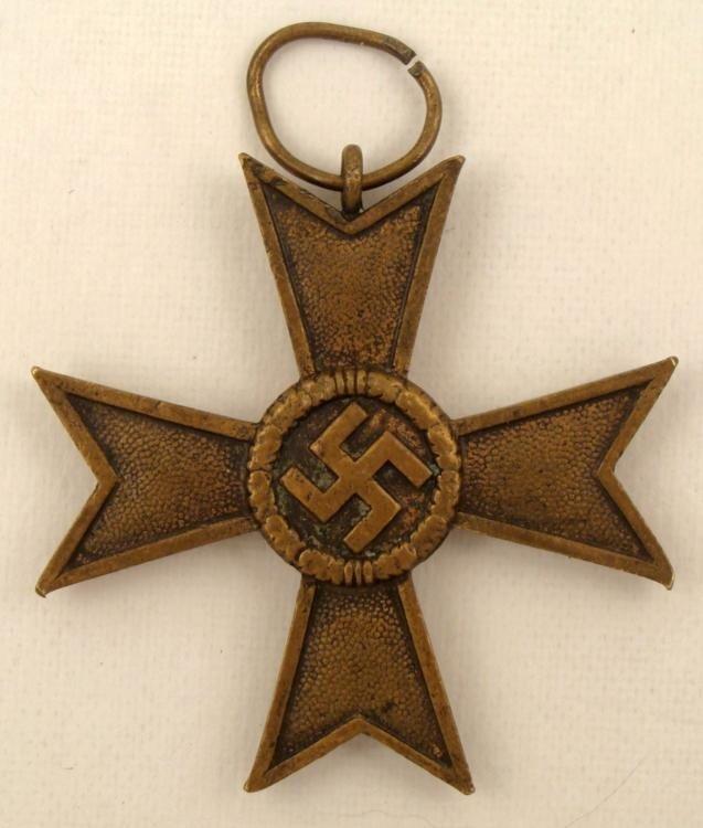 BRONZE NAZI WAR MERIT CROSS 1939 SWASTIKA ON MALTESE