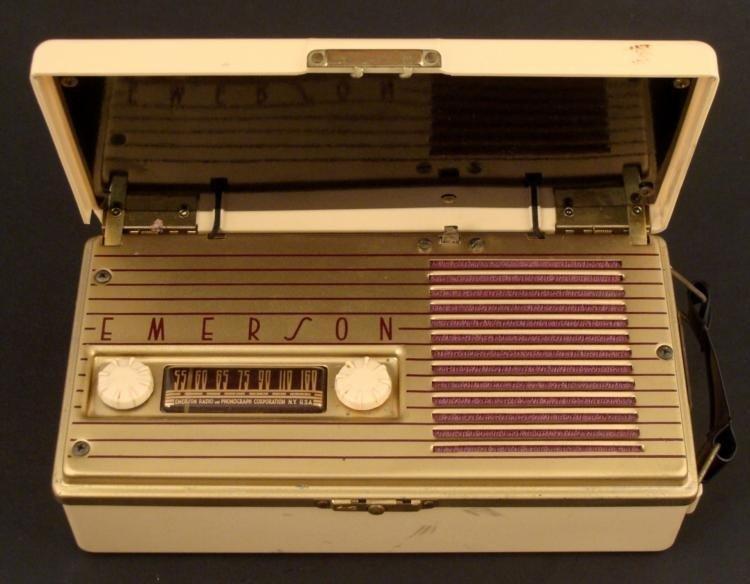 Emerson Portable Tube Radio Model 558 Vintage 1948