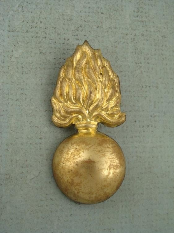 ORIGINAL FRENCH KEPI WWI ARTILLERY INSIGNIA-GOLD PLATED
