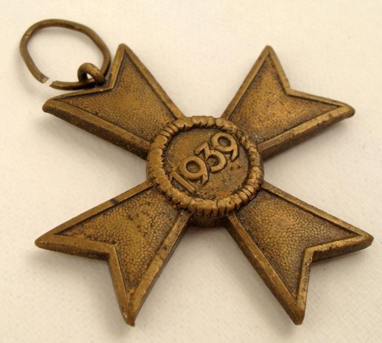 BRONZE NAZI WAR MERIT CROSS 1939 SWASTIKA ON MALTESE - 2