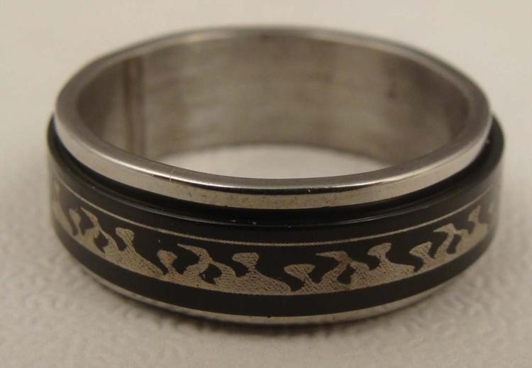 Mans Size 10 Sterling Ring w/ Rotating Black Design