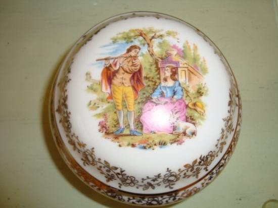 Authentic French porcelain Limoges box Mid 1900's