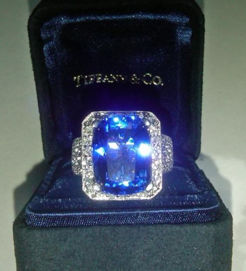 Magnificent Tanzanite Ring An 18K White Gold and