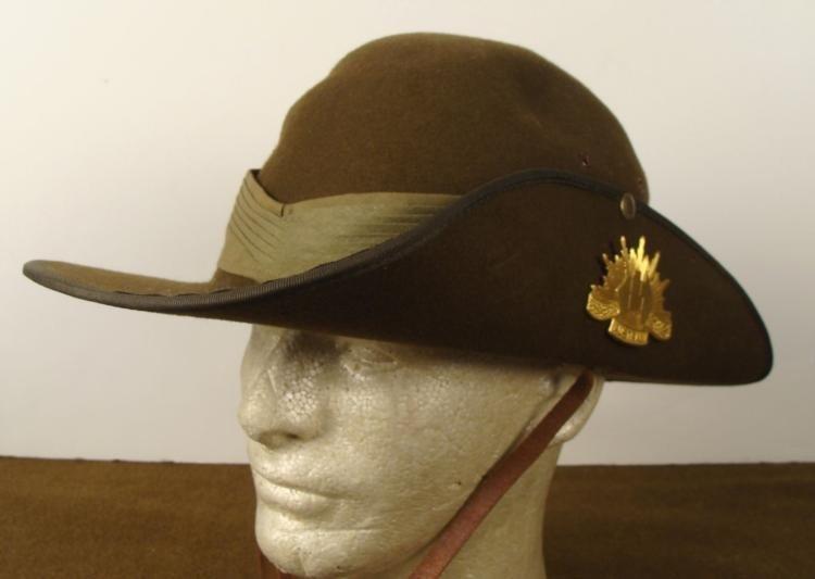 WWI AUSTRALIAN ARMY BOONIE HAT W/ MILITARY INSIGNIA