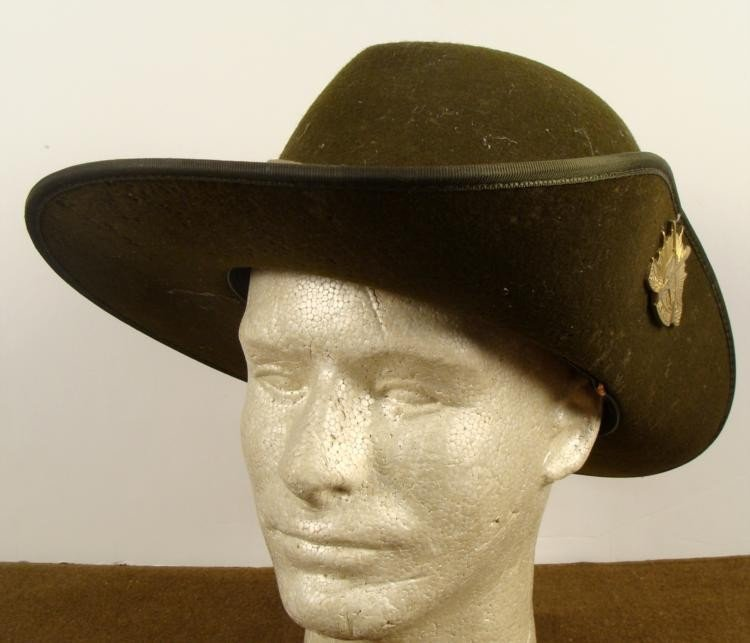 WWII AUSTRALIAN INFANTRY SLOUCH HAT SIDE-UP INSIGNIA