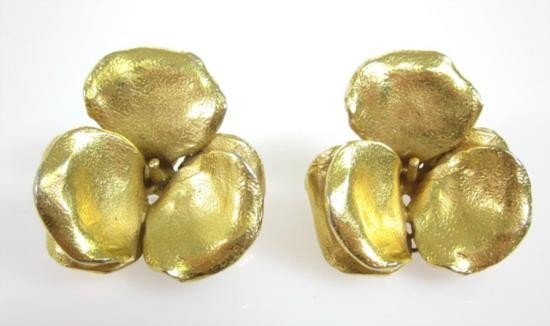 Vintage LANVIN PARIS Gold Plated Flower Clip On Earring