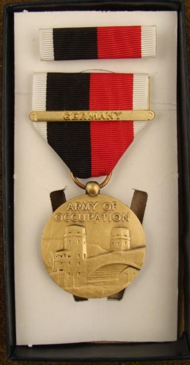 """BOXED WWII U.S. """"ARMY OF OCCUPATION"""" MEDAL & RIBBON"""