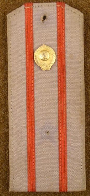 RUSSIAN UNIFORM SHOULDER BOARD W/GOLD DEVICE