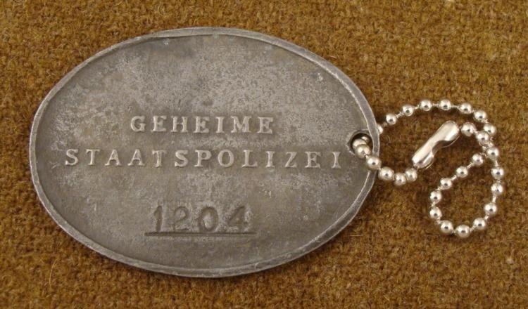NAZI GESTAPO ID DISC GEHEIME STAATSPOLIZEI NUMBER 1204 - 2